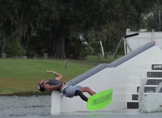 Video: Compilatie wakeboardcrashes 2015