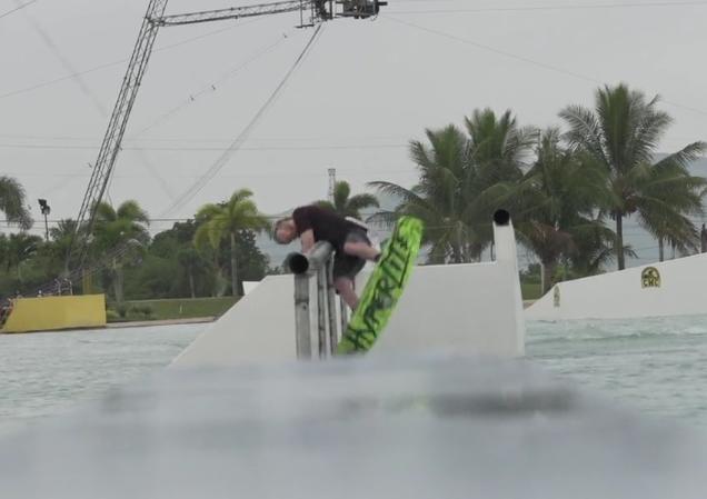 Een serie wakeboardcrashes bij CWC